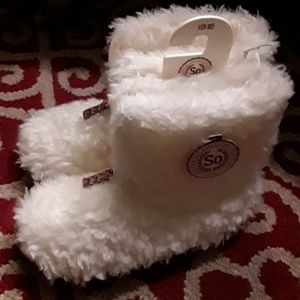 Woman's/Girl's Slippers Size L 9/10